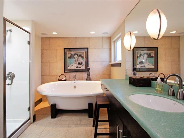 020_master-bathroom