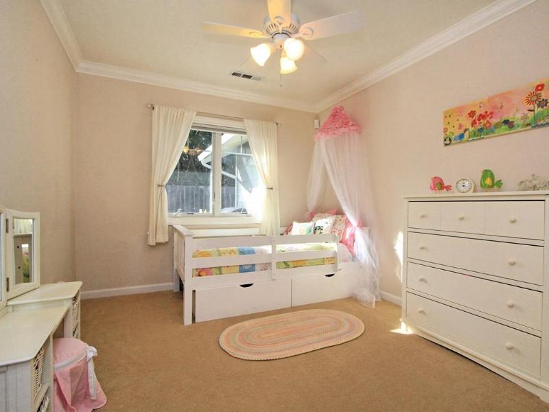 022_bedroom-2