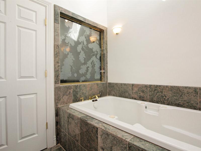 030_Junior Suite Bath 2