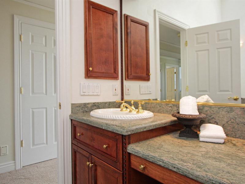 031_Junior Suite Bath 3