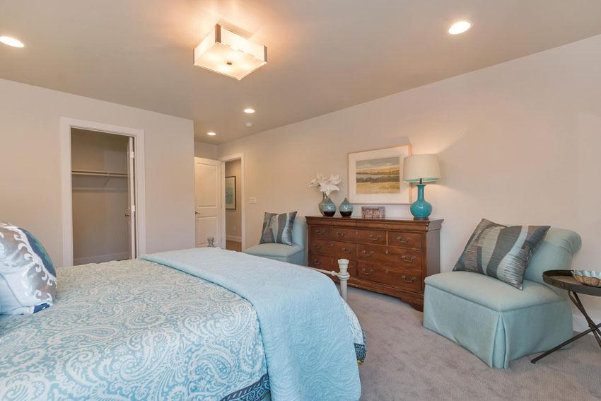 1106 Upper Happy Valley Rd-large-018-Master Bedroom-1500×1000-72dpi