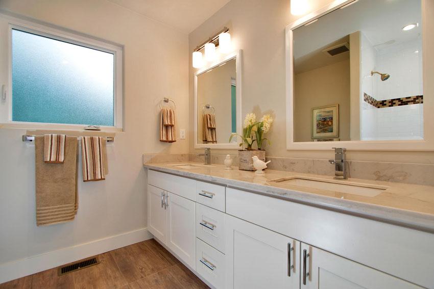 1106 Upper Happy Valley Rd-large-023-Bathroom-1500×1000-72dpi