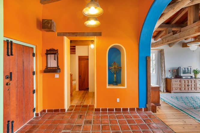 843 Las Trampas Rd Lafayette-small-020-Foyer-666×444-72dpi