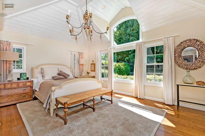 1186 Pleasant Hill Cir-small-023-Master Bedroom-666×445-72dpi